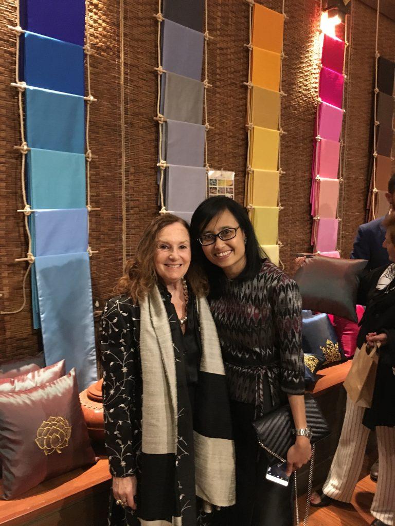 Pilar Latorre con la embajadora de Tailandia
