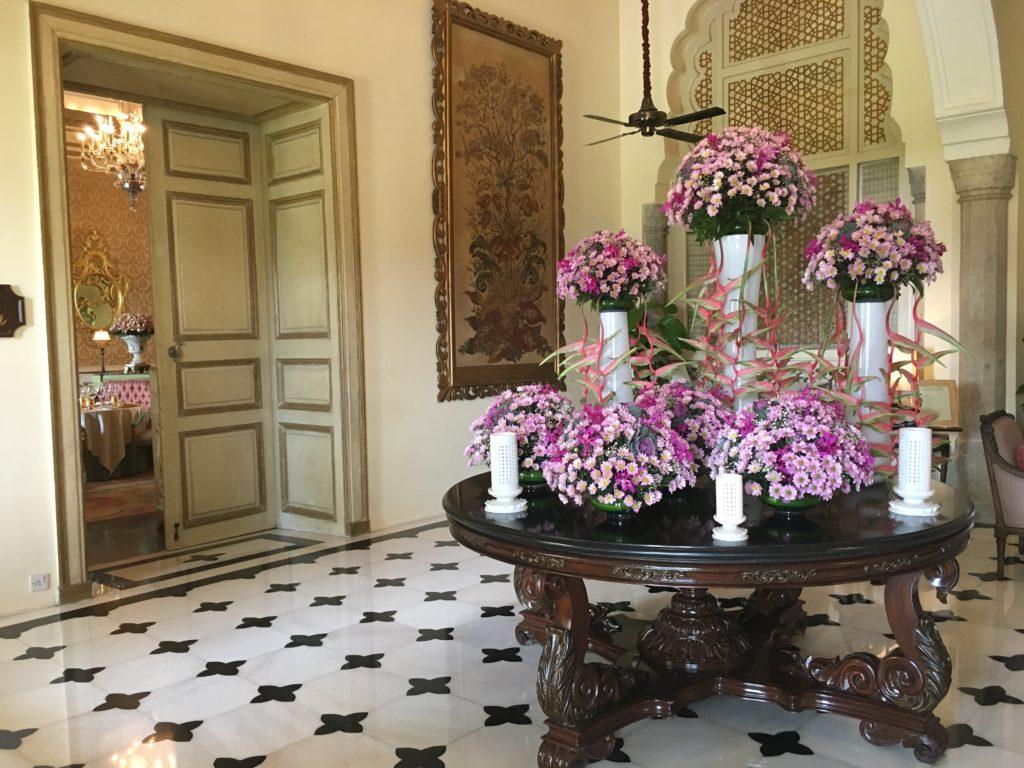 VIAJE A PERÚ 2017: ALMUERZO AL MÁS PURO ESTILO INGLÉS, EN EL HOTEL RAMBACH EN JAIPUR